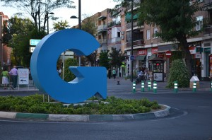 "The signature Getafe ""G"" located at one of the rotondas."