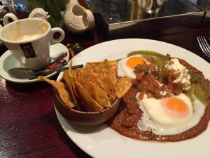 Huevos Rancheros y cafe con leche